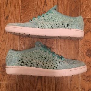 NIKE Classic Tennis Flyknit Women's Athletic Shoes